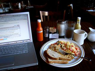 Laptopandbreakfast