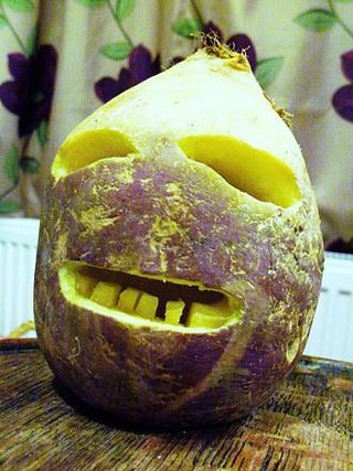 330px-Traditional_Cornish_Jack-o'-Lantern_made_from_a_turnip